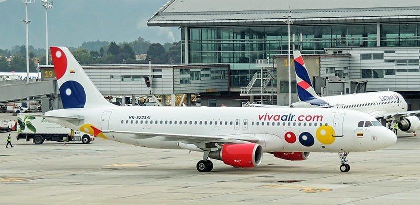 Airbus A320 de Viva Air en la plataforma del Aeropuerto Internacional Eldorado de Bogotá.