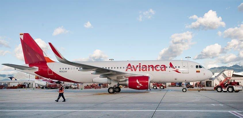 Airbus A320 de Avianca en el Terminal Puente Aéreo.