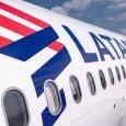 Logo de LATAM Airlines en un Airbus A320.