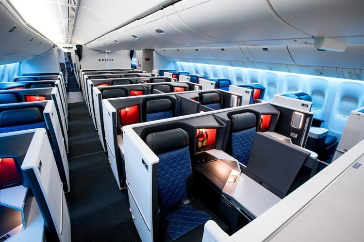 Cabina Business de un Boeing 777-200ER de Delta Air Lines.
