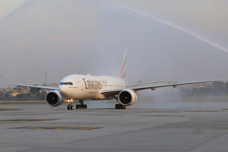 Vuelo inaugural de Emirates a Santiago de Chile vía São Paulo, en Boeing 777-200ER.