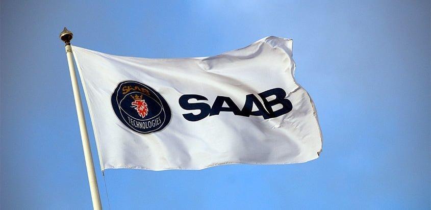 Logo de Saab en una bandera.