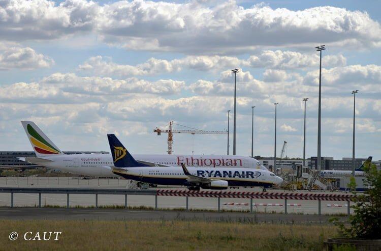 Boeing 787-9 de Ethiopian Airlines y Boeing 737-800 de RyanAir.