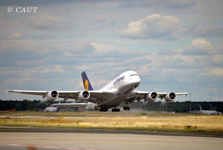 Airbus A380 de Lufthansa despegando de Frankfurt.