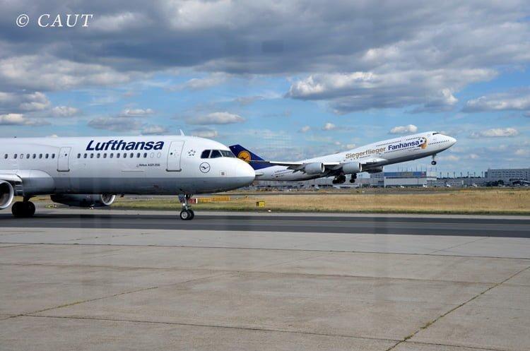 Boeing 747-400 de Lufthansa en livery de Fahansa, despegando de Frankfurt.