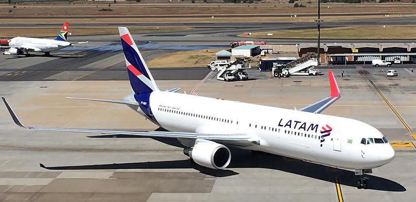 Boeing 767-300 de LATAM Brasil en Johannesburgo.