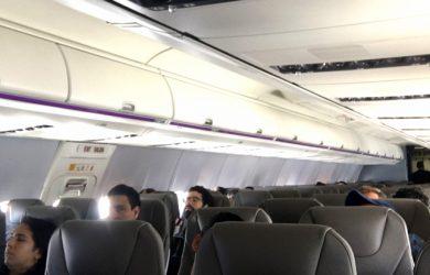 Pasajeros en un Boeing 737 de Wingo.