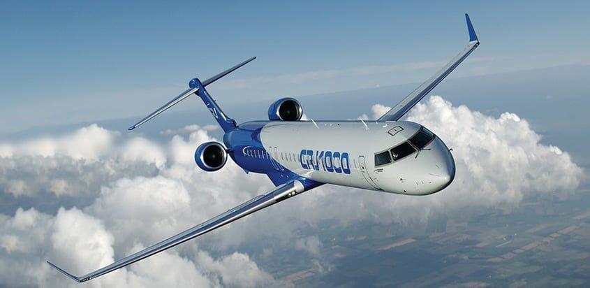 Bombardier CRJ-1000 en vuelo.