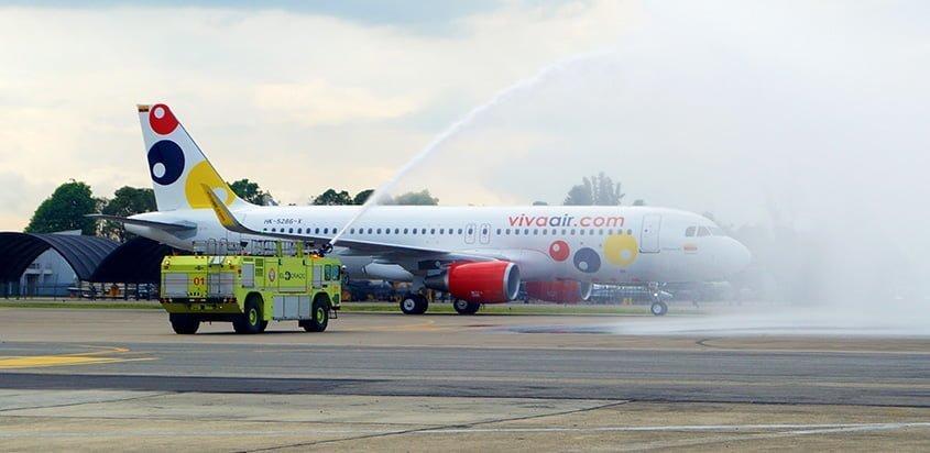 Airbus A320 de Viva Air llegando a Bogotá.