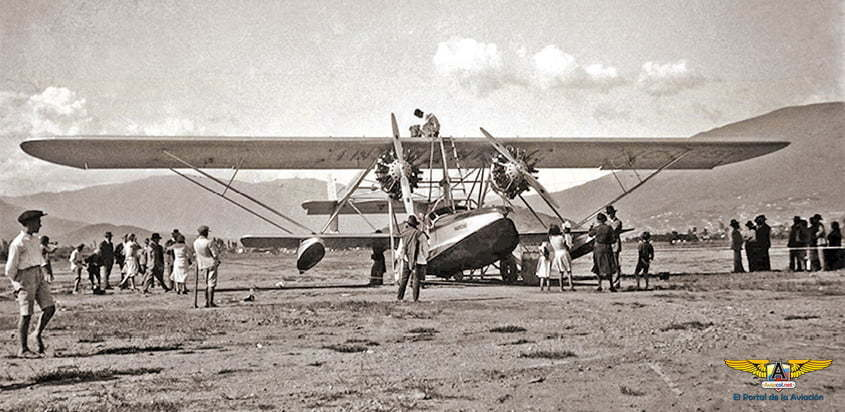 """Avión Sikorski S-38 """"Marichu"""" de UMCA  en el campo Las Playas de Medellín."""