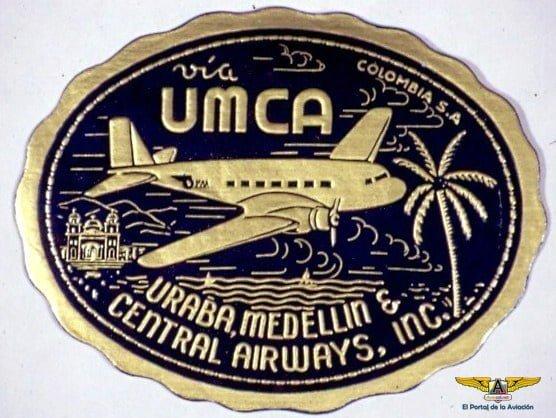 Placa conmemorativa de UMCA con un Douglas DC-2.