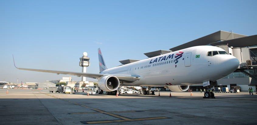 Boeing 767 de LATAM Brasil en São Paulo.