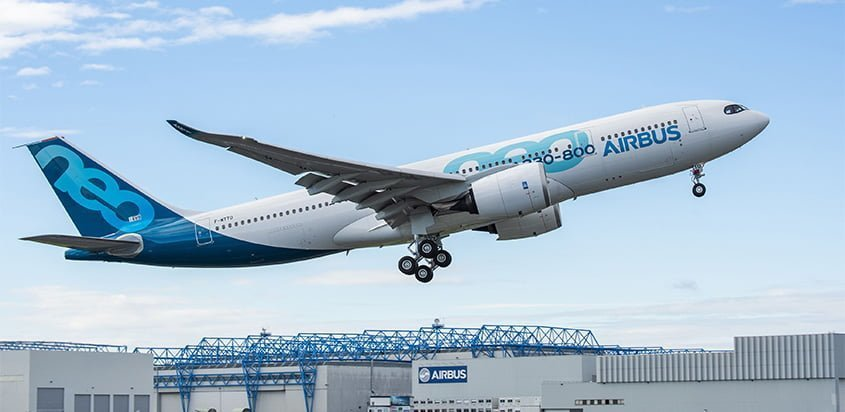 Primer vuelo del Airbus A330-800.