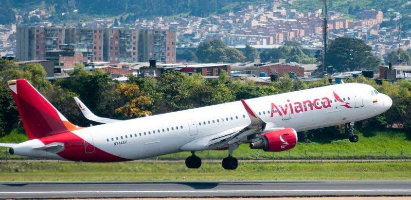 Airbus A321neo de Avianca despegando de Bogotá.