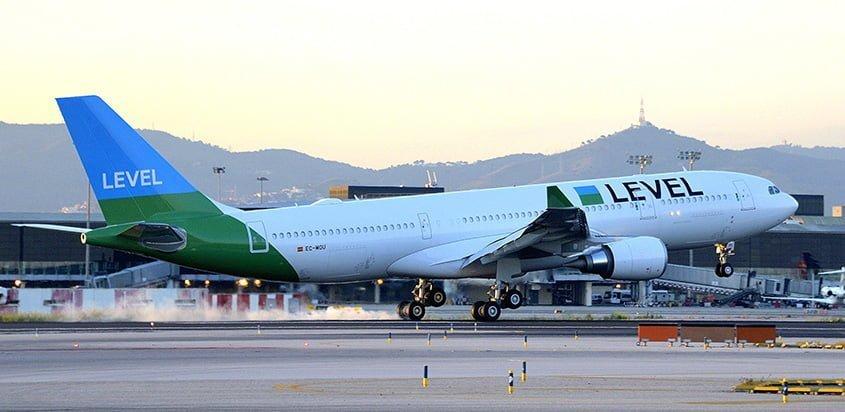 Airbus A330 de Level aterrizando.