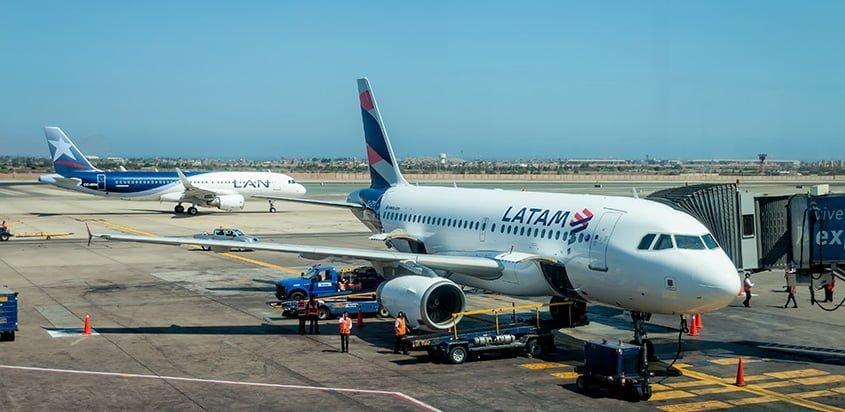 Airbus A319 de LATAM Airlines en Lima, Perú.