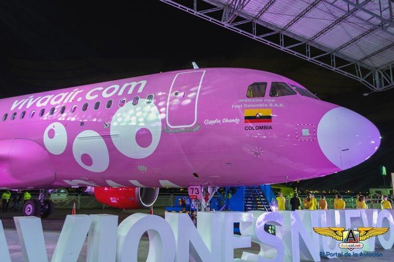 Airbus A320 rosado de Viva Air de la lucha contra el cáncer de mama.