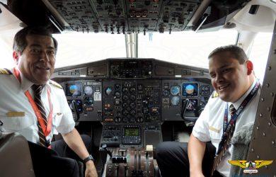 Tripulación de EasyFly a bordo de un ATR 42/72.