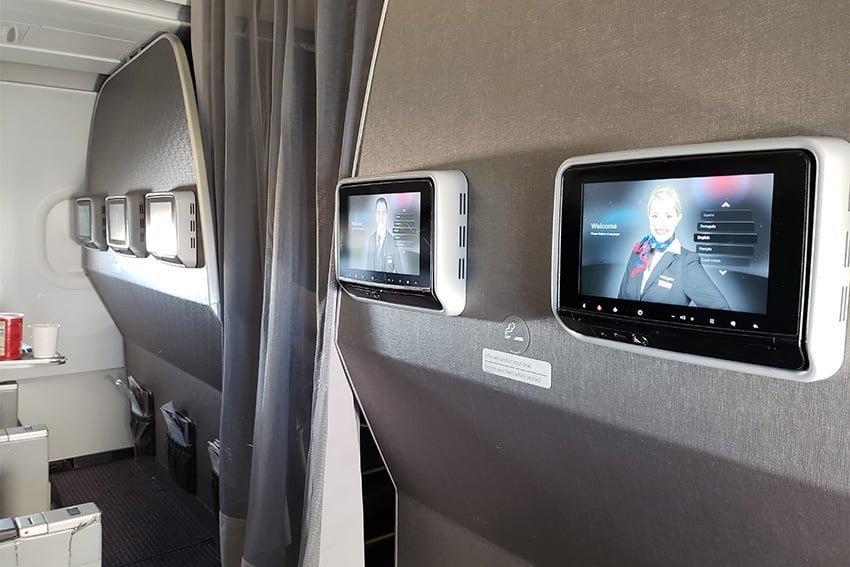 Sistema de entretenimiento en clase económica de un A319 de American Airlines.