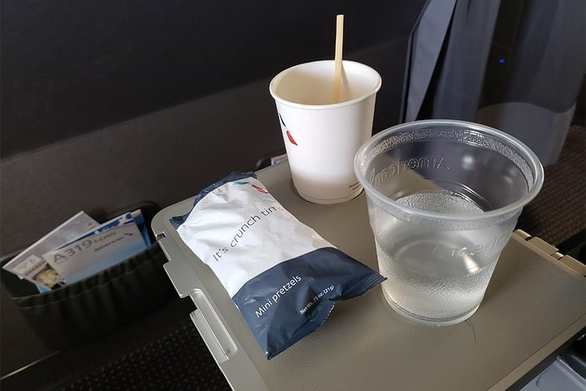 Servicio abordo del vuelo AA1134 de Pereira a Miami en clase económica de American Airlines.