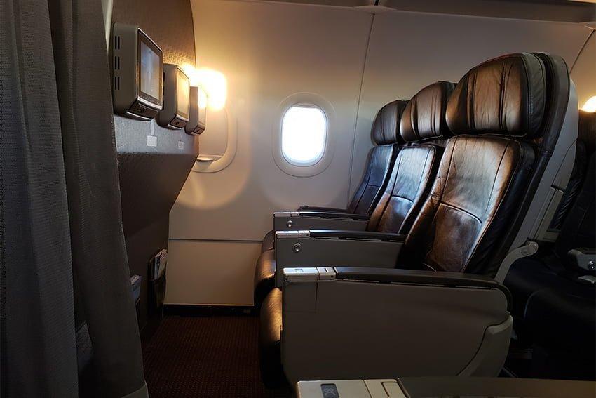 Tomas de corriente en un Airbus A319 de American Airlines.
