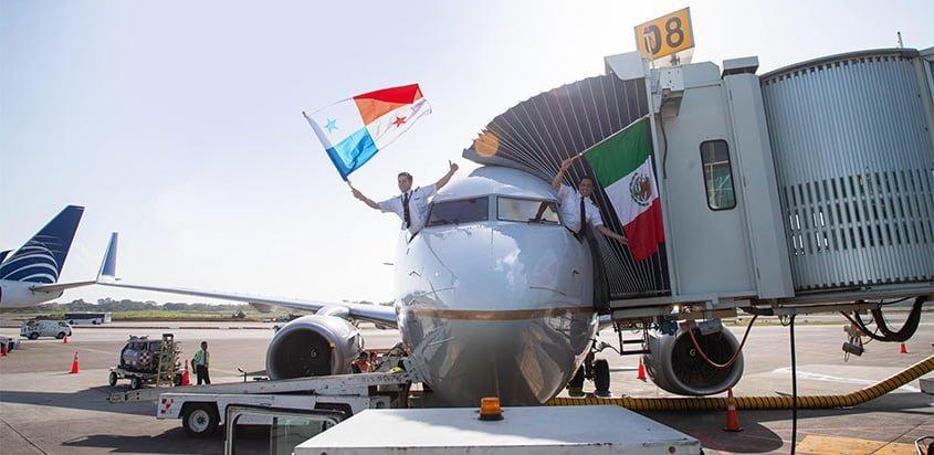Boeing 737 de Copa Airlines en el vuelo inaugural a Puerto Vayarta.