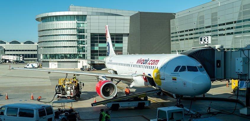 Airbus A320 de Viva Air Colombia en el Aeropuerto Internacional de Miami.