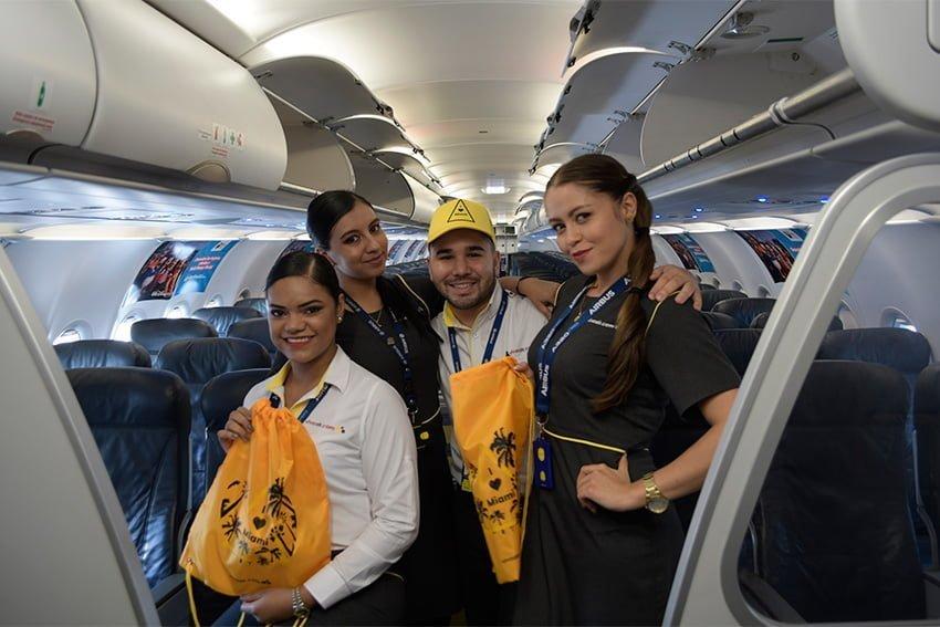Tripulación de cabina del primer vuelo entre Santa Marta y Miami.