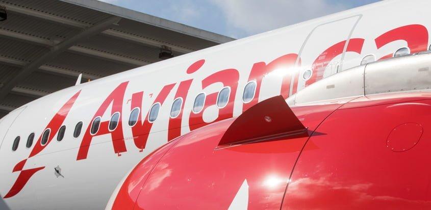 Vista lateral de un Airbus A320 de Avianca.