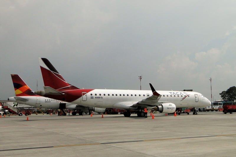 Airbus A319 de Avianca y Embraer 190 de TACA en plataforma.