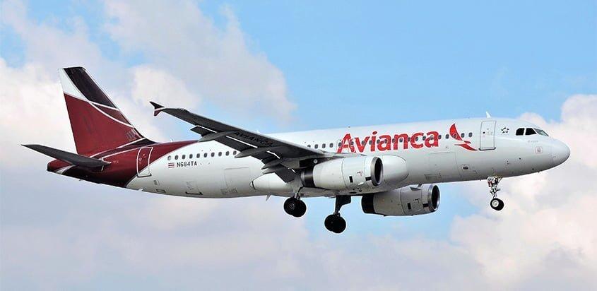Airbus A320 de Avianca en colores de TACA aterrizando en Miami.