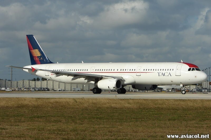 Airbus A321 de TACA matrícula N568TA en Miami.