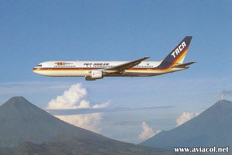Boeing 767-300 de TACA matrícula N768TA en una postal de la aerolínea.