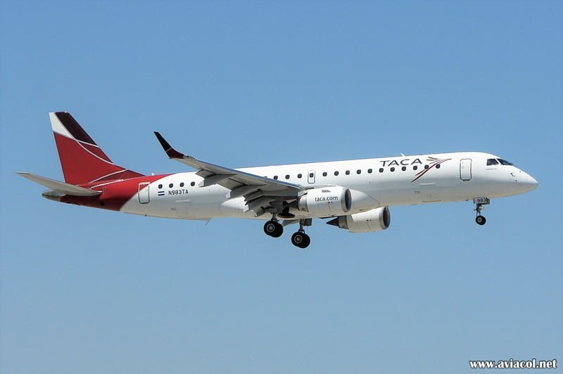 Embraer 190 de TACA matrícula N983TA aterrizando en Miami.
