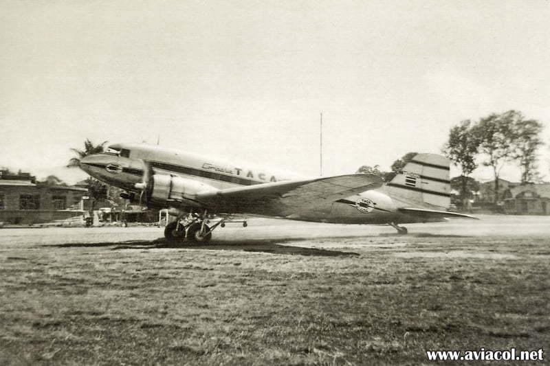 Douglas DC-3, matrícula TI-1002 de TACA Costa Rica.