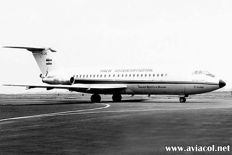 BAC 111 de TACA matrícula YS-17C.