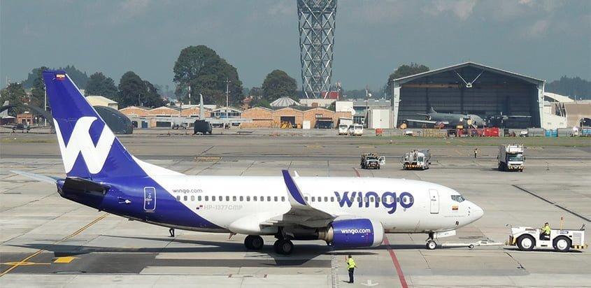 Boeing 737-700 de Wingo en push-back en Bogotá.