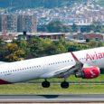 Airbus A321 de Avianca despegando de Bogotá.