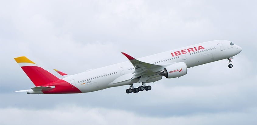 Airbus A350 de Iberia despegando.