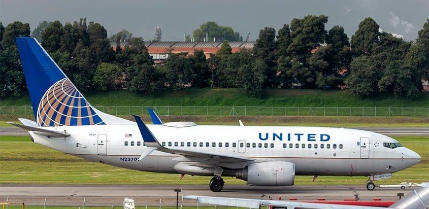 Boeing 737-700 de United Airlines en Bogotá.