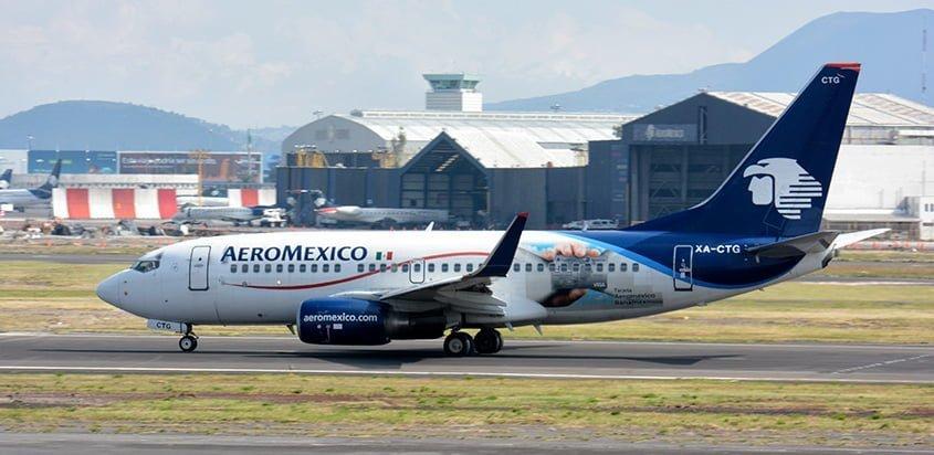 Boeing 737-700 de Aeroméxico en rodaje en Ciudad de México.