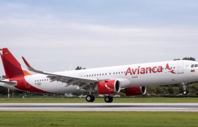 Airbus A321neo de Avianca aterrizando.
