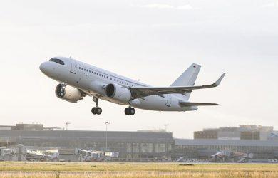 Airbus A319neo despegando.