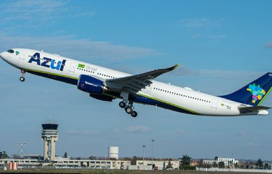 Primer Airbus A330neo de Azul despegando.