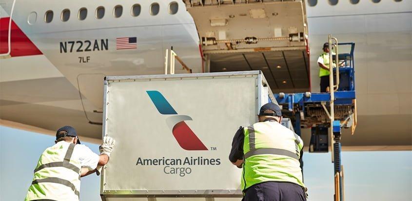 Carga en un avión de American Airlines.