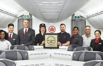 Tripulación de Air Canada con el reconocimiento de Skytrax.