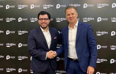 Directores de Puntos Colombia y Lifemiles durante el anuncio de la alianza.