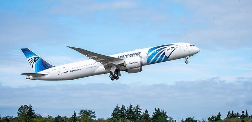 Boeing 787 de EgyptAir despegando de Seattle.