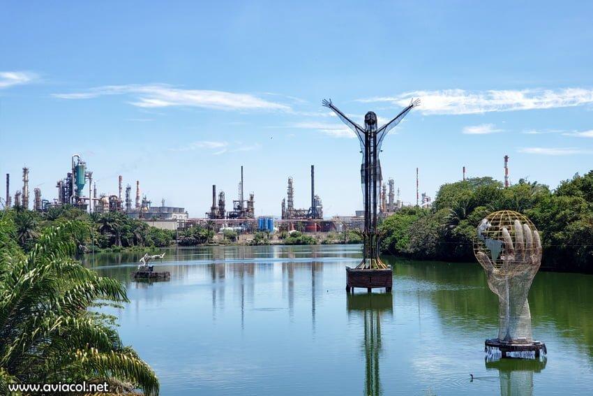 Vista del Cristo Petrolero en el malecón de Barrancabermeja.