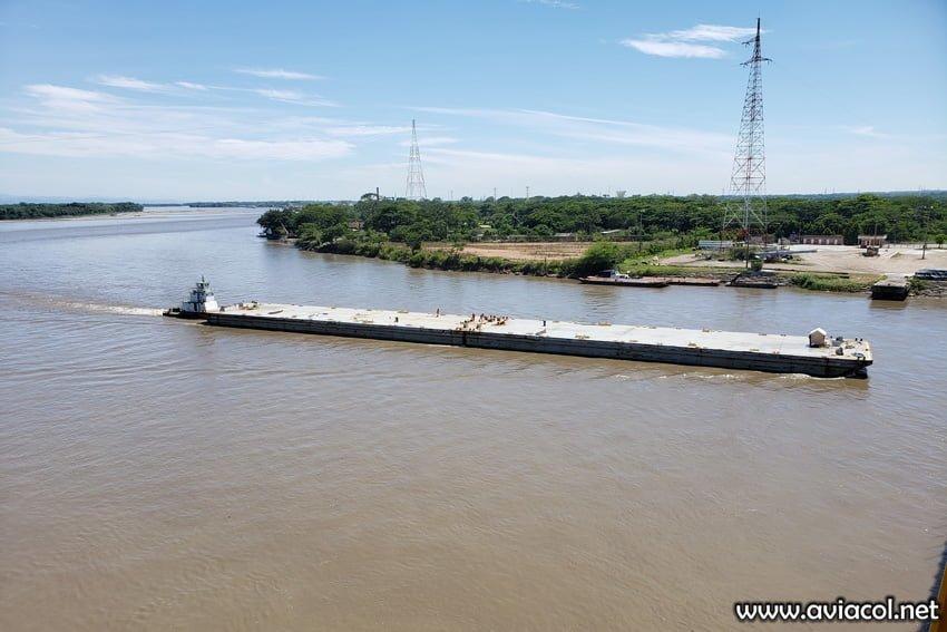 Vista del Río Magdalena y de la refinería de Barrancabermeja.